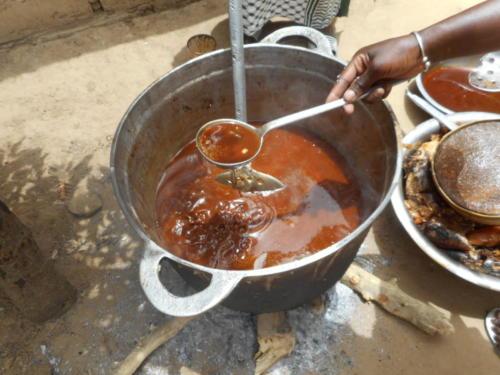 s'ensuit un délicieux thieb,(riz au poisson) plat national sénégalaise (1)