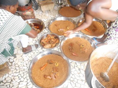 s'ensuit un délicieux thieb,(riz au poisson) plat national sénégalaise (10)