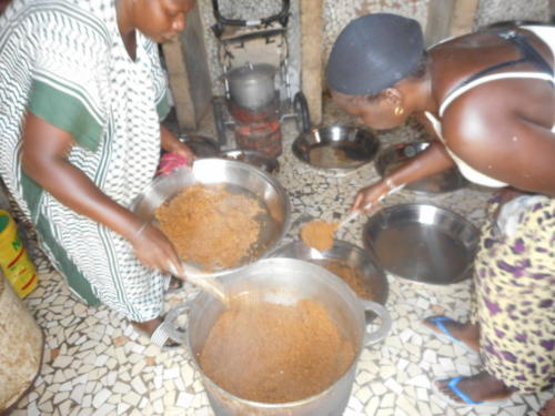 s'ensuit un délicieux thieb,(riz au poisson) plat national sénégalaise (8)