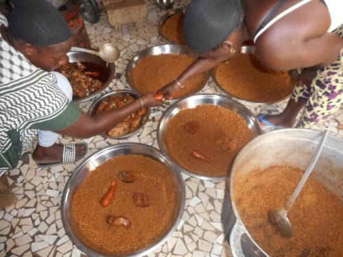 s'ensuit un délicieux thieb,(riz au poisson) plat national sénégalaise (9)